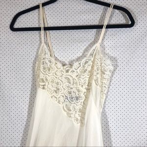 Vintage Lily of France Cream night gown Sz Petite
